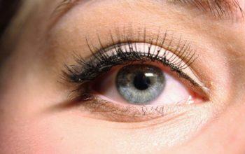 10 טריקים לעיפרון אייליינר שיעניקו לעיניים שלכם מראה בולט