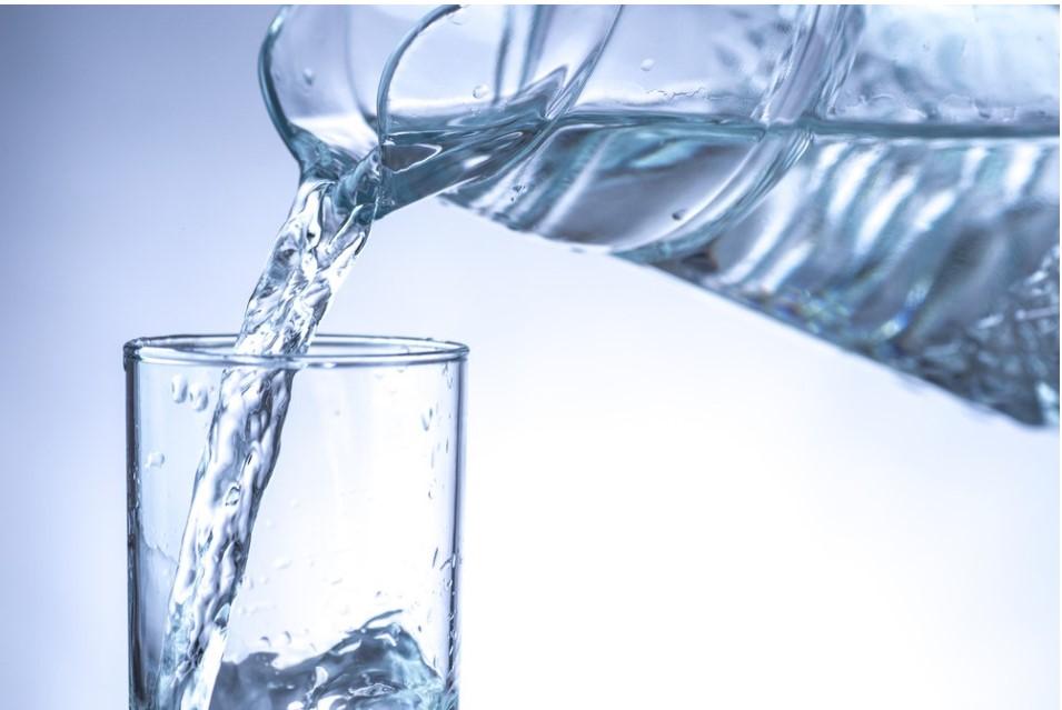 איך לפתח שגרת מים לתינוקות וילדים